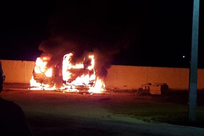 Ônibus escolar e ambulância de prefeitura pegam fogo no Cariri