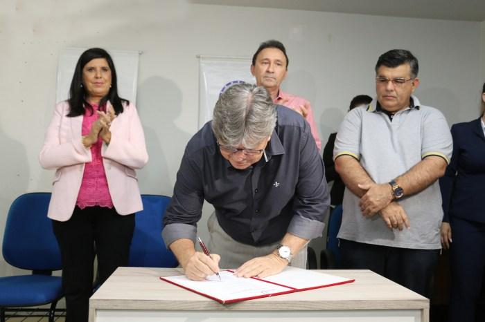 Azevêdo assina ordem de serviço para 2ª etapa da adutora Translitorânea