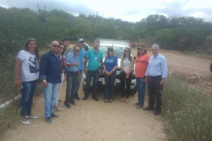 Ao lado da prefeita e vereadores, técnicos da AESA visitam açude de Pocinhos e garantem reparos
