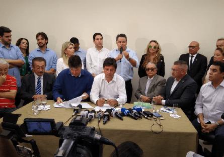 Deputados acompanham visita de ministro a hospitais da Paraíba
