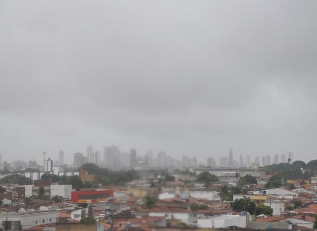 Previsão indica chuvas e maré de até 1,9m na Paraíba