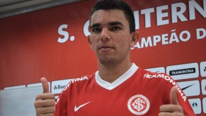 Lateral direito admite estar negociando com Botafogo-PB