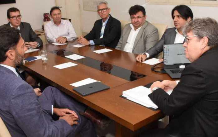 Governador João Azevedo discute parcerias com o Reino Unido