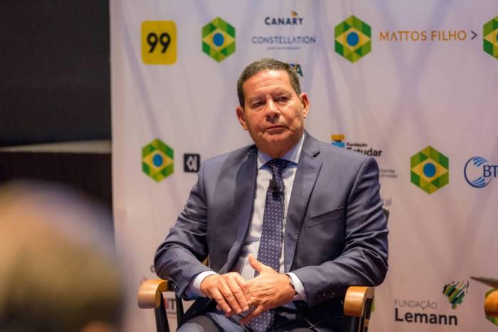 Mourão se contrapõe a Bolsonaro em almoço com moderados nos EUA