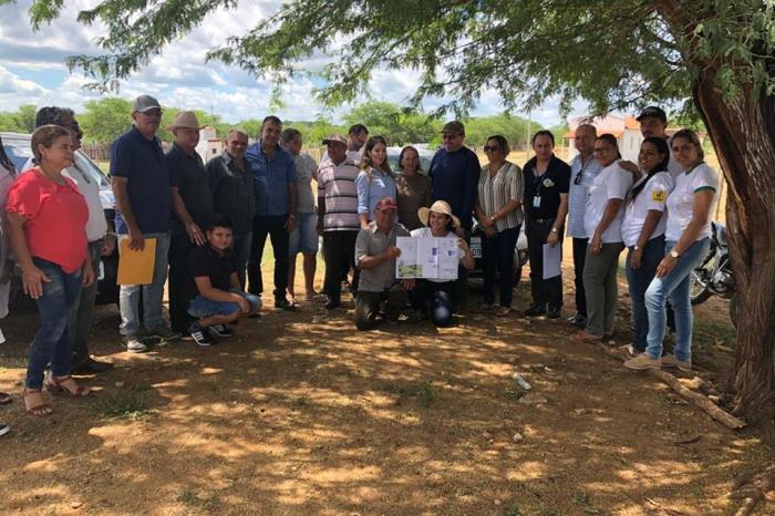 Prefeita Anna Lorena assina as ordens de serviço para instalação de dessalinizadores em Monteiro