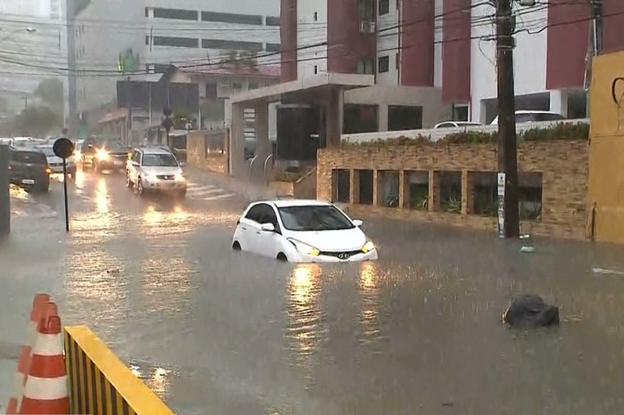Chuva de 56 milímetros em seis horas deixa João Pessoa em alerta