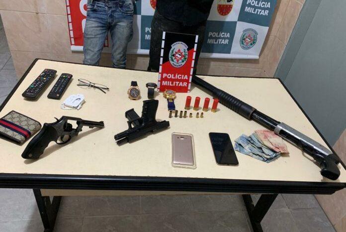 Assaltantes são presos após trocar tiros com a PM e fazer família refém