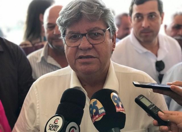 João Azevêdo vem ao Cariri autorizar pavimentação de rodovia nesta sexta-feira