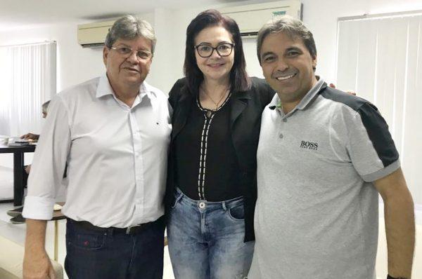 Carmelita Ventura agradece ao governador por garantir funcionamento do Hospital de Taperoá