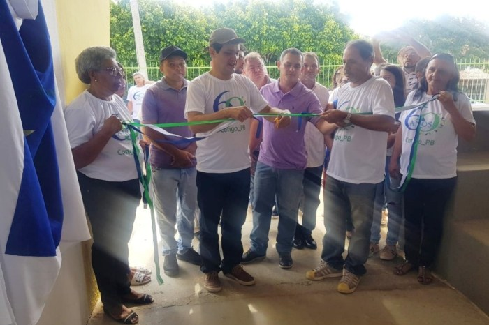 Em comemoração aos 60 anos do Congo, prefeito inaugura quadra poliesportiva de escola municipal
