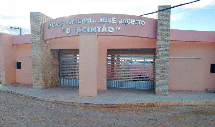 Prefeitura de Sumé inicia reforma no estádio 'O Jacintão'