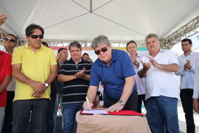Azevêdo autoriza investimento de R$ 3,1 mi para obras de esgotamento sanitário em São João do Cariri