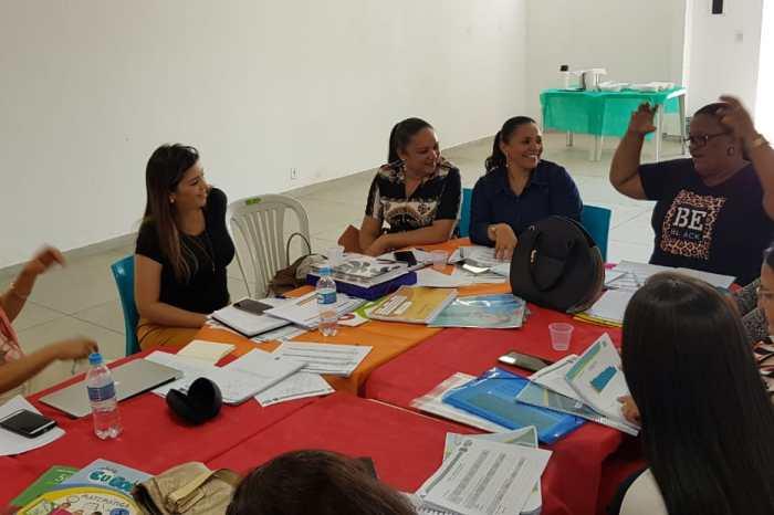 Equipe da SEDUC e Anna Lorena recebem formação do Programa Educar pra Valer