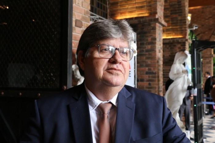 João Azevêdo afirma que há conotação política no movimento da PM