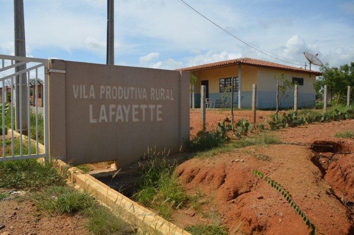 Agrovila começam a receber água 2 anos após retirada de terras para transposição