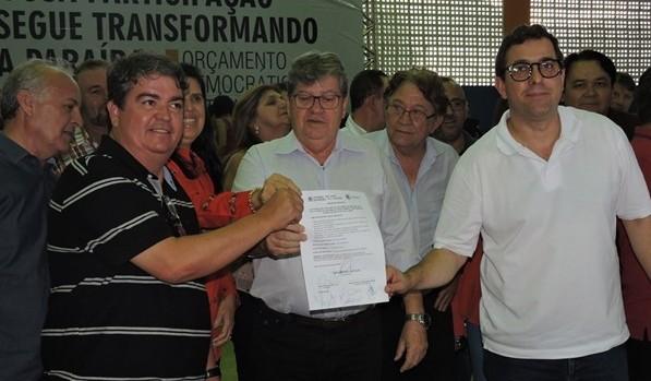 Vereador participa da assinatura de Ordem de Serviço do esgotamento sanitário de São João do Cariri