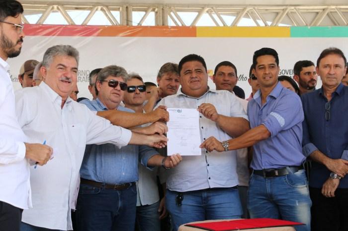 Governador inaugura sistema abastecimento d'água de Caraúbas e beneficia 3 mil paraibanos