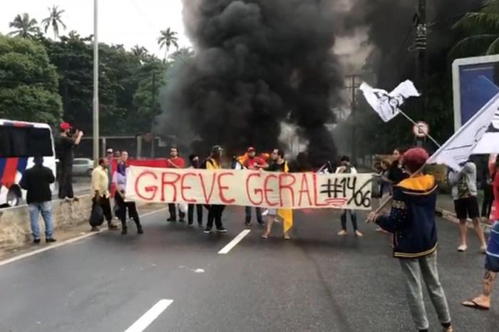 Protestos bloqueiam ruas e garagens de ônibus, na Paraíba