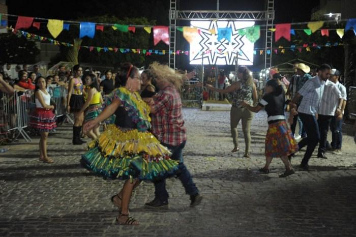 Terceira noite do Festival de Quadrilhas de Monteiro é sucesso de público