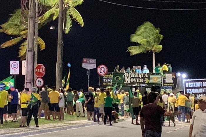 Manifestantes se reúnem em ato pró-Moro na orla de João Pessoa