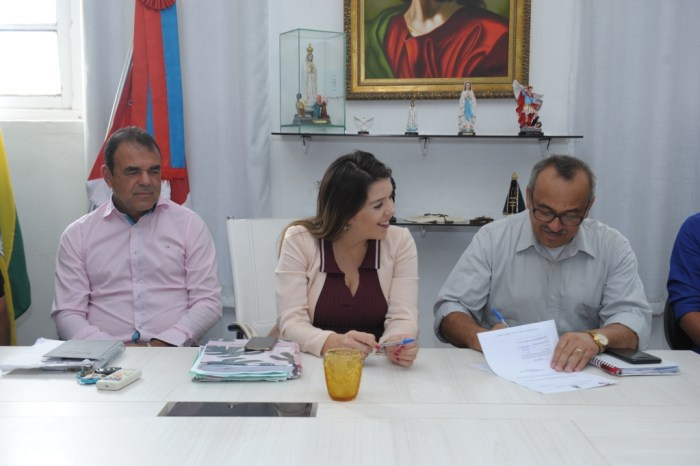 Secretário de infraestrutura é empossado em cerimônia no gabinete da prefeita em Monteiro