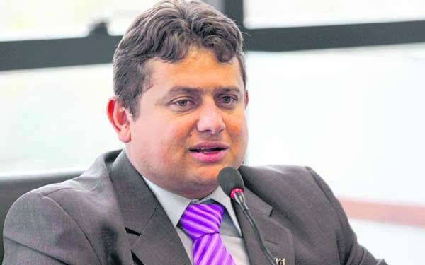 Deputado pede revogação de título de cidadão paraibano de Lula