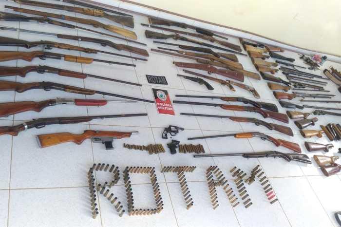 PM faz uma das maiores apreensões de armas da Paraíba no Cariri; homem foi preso