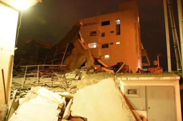 Prédio de cinco andares em construção desaba em JP