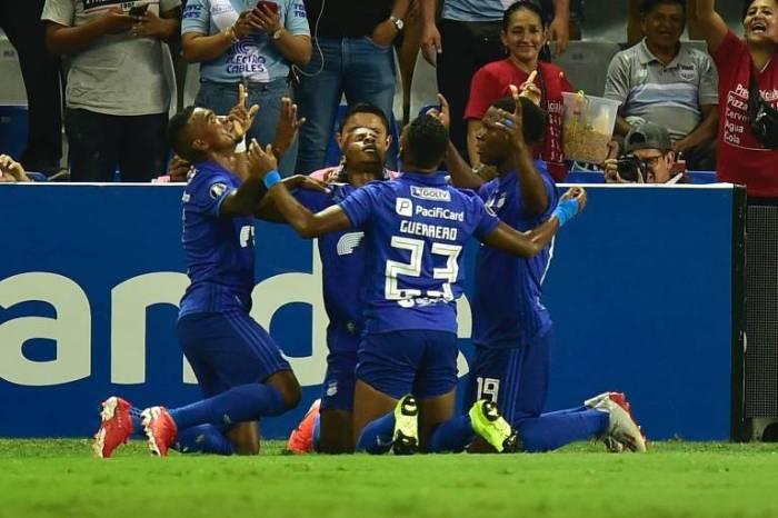 Mesmo com um a mais, Flamengo perde para o Emelec