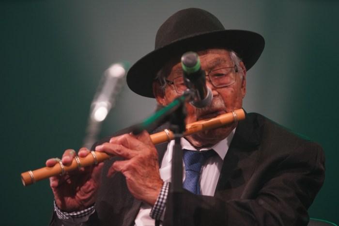 Mestre do pífano Sebastião Biano celebra 100 anos com show