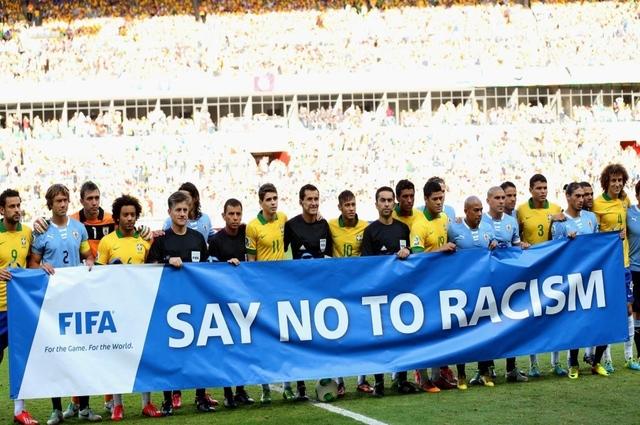 Racismo: Novo Código da Fifa permite que árbitro encerre jogo