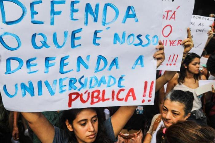 MEC convoca reitores para anunciar privatização das universidades