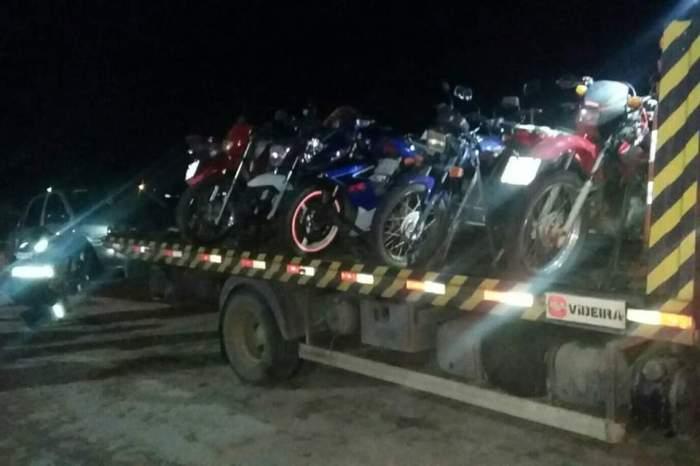 Fiscalização da PRF apreende veículo e várias motocicletas em Serra Branca