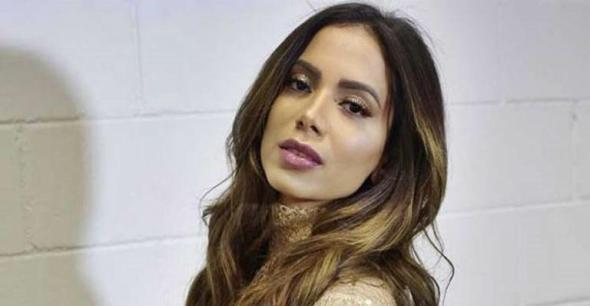 Anitta reage após propagada da Serasa falar em suas dívidas