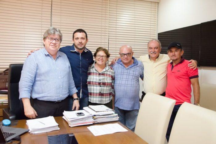 Valmi Oliveira e vereadores de Coxixola se reúnem com João Azevedo e fazem reivindicações