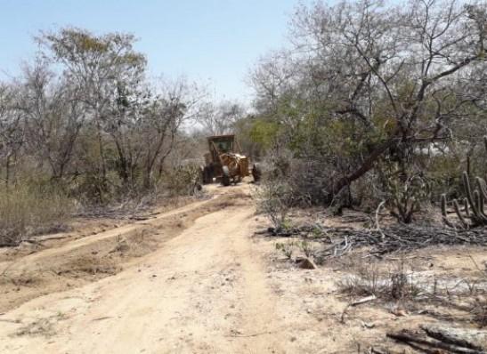 Prefeitura de São Sebastião do Umbuzeiro realiza recuperação de estradas rurais