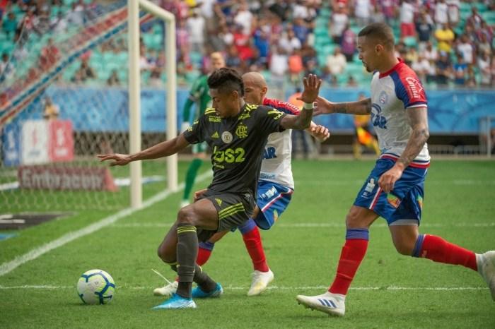 Flamengo é atropelado pelo Bahia na Fonte Nova e vê Santos disparar