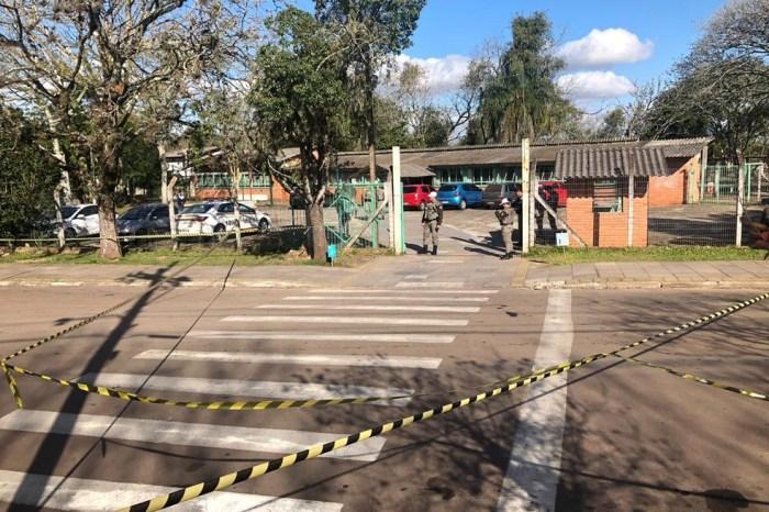Homem invade escola e fere alunos com machadinha no RS