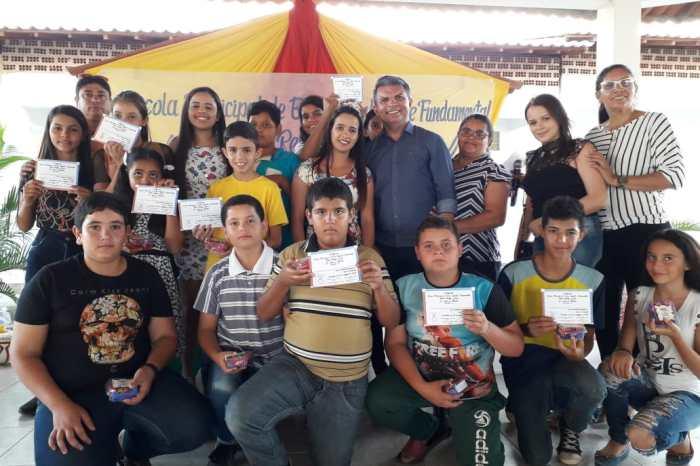 Escola Tobias Remígio Gomes realiza 2ª edição do Festival de Talentos