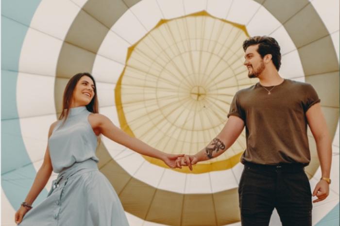 Luan Santana pede Jade em casamento em voo de balão