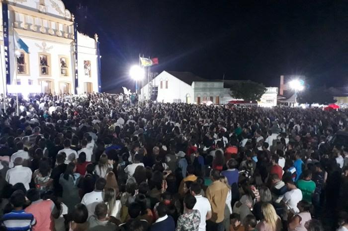 Milhares de fiéis participam do encerramento da Festa de Nossa Senhora dos Milagres