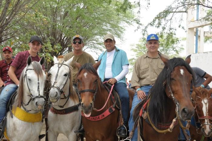 Prefeito em exercício e Presidente da Câmara participa 27ª Missa dos vaqueiros em Monteiro