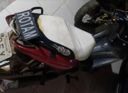 Polícia Militar recupera moto roubada na cidade de Monteiro