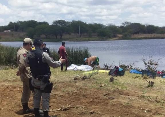 TRAGÉDIA EM MONTEIRO: Corpo de Bombeiros localiza dois corpos na Barragem de São José; um homem segue desaparecido