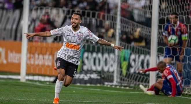 Corinthians vence e ameniza pressão da Sul-Americana