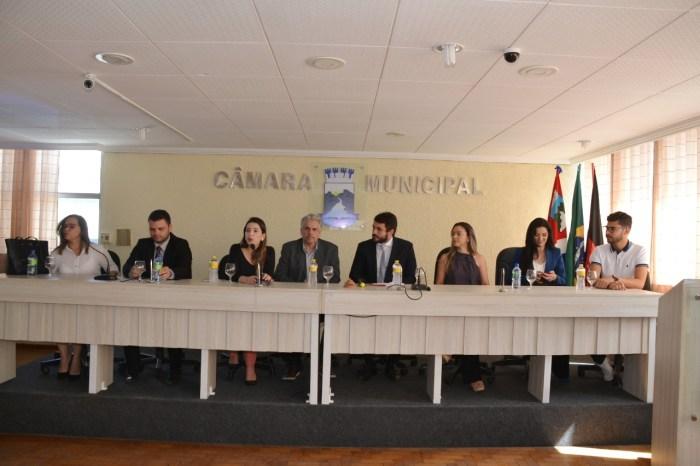 Seminário reúne autoridades e populares para discutir violência contra a mulher