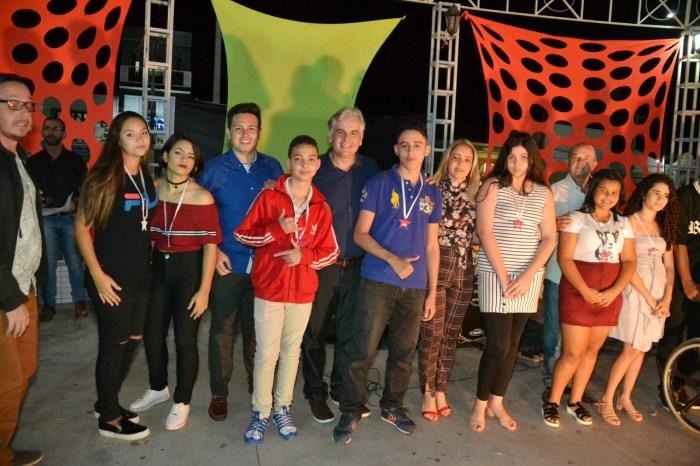 Dezenas se reúnem para prestigiar Show de Talentos que encerrou o mês da Juventude