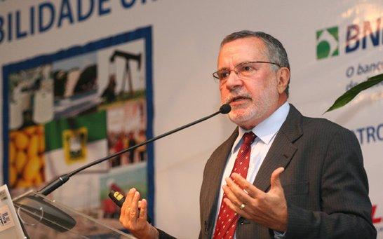 Carlos Batinga passa a integrar a Academia Paraibana de Engenharia