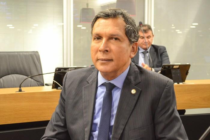MOÍDOS DA REDAÇÃO: Líder do Governo chama ex-governador de egocêntrico e presunçoso
