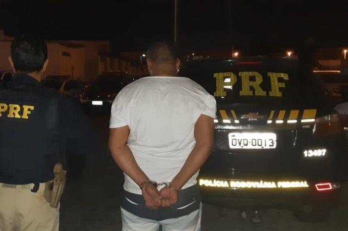 PRF prende na PB foragido do RN suspeito de integrar facção